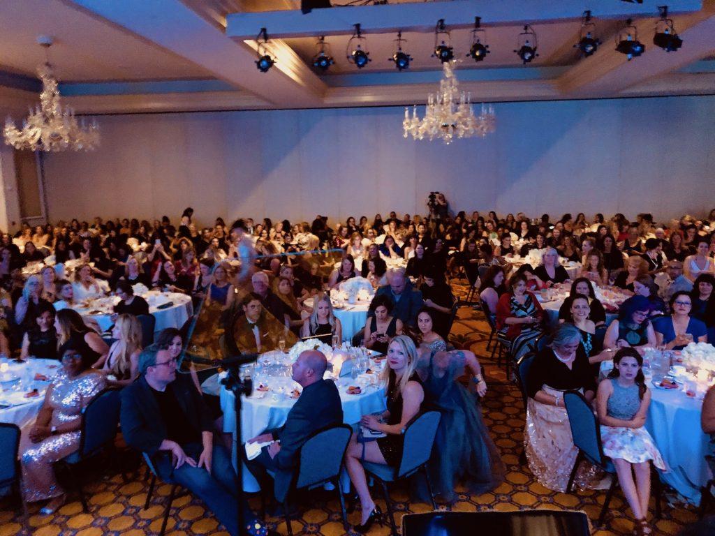 A packed ballroom at the Iris Awards at #Mom2Summit